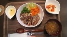 ステーキ丼(24.9.3)垂穂.jpg